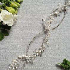 "🌿 Wedding headband""Zoe"" ✨  @veloefilo Wedding Headband, Wedding Hair Accessories, Wedding Hairstyles, Chain, Jewelry, Fashion, Moda, Jewlery, Jewerly"