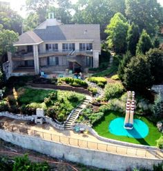$600 for this weirdo mansion in st louis. Aerial view of the house from the river.  so many legs...
