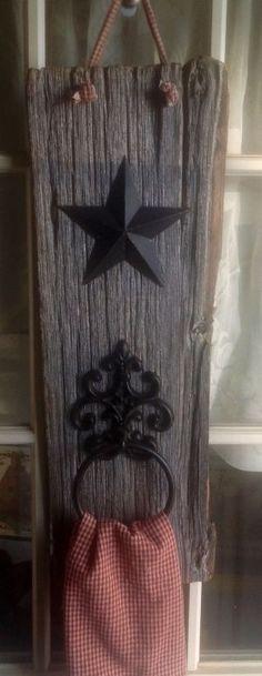 Star Decoration Ideas New Barn Wood towel Holder Primitive Decorating Ideas Barn Wood Crafts, Old Barn Wood, Reclaimed Wood Projects, Metal Barn, Rustic Crafts, Primitive Crafts, Country Primitive, Diy Crafts, Rustic Wood