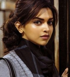 Google Image Result for http://4.bp.blogspot.com/-S3XoojG2s0E/UCJ0Qw5VRPI/AAAAAAAABlM/ijEl1ZIDGtk/s1600/Deepika-Padukone-hot-look-in-Cocktail-Movie-Stills-560x420.jpg