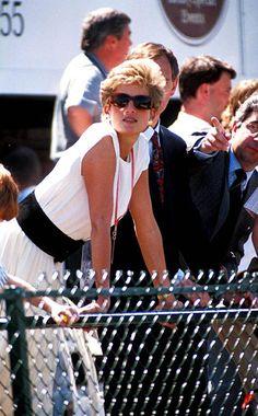 Princess Diana Silverstone British Grand Prix Photo: Dave Benett-alpha-Globe Photos Inc Princessdianaretro Princesa Diana, Diana Williams, Princess Diana Pictures, British Grand Prix, Lady Diana Spencer, Princess Of Wales, Royal Princess, Glamour, Thats The Way