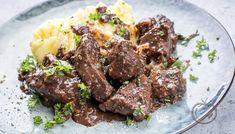 Sosekjøtt - Oppskriftskroken Beef Bourguignon, Beef Stroganoff, Beef Goulash, Goulash Recipes, Plum Tomatoes, Smoked Paprika, Stew, Gourmet, Kitchens