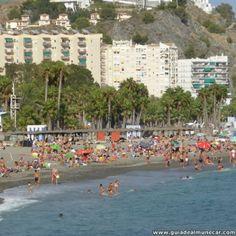 Temporada de verano en la Playa Puerta del Mar.  Almuñécar, Costa Tropical de Granada. www.guiadealmunecar.com