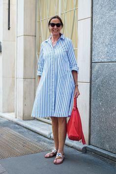 Modest Dresses, Nice Dresses, Casual Dresses, Dresses With Sleeves, Summer Dresses, Kurti Neck Designs, Kurta Designs Women, Victoria Beckham Outfits, Classy Street Style