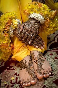 nice mehndi on her feet.
