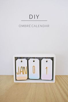 Best DIY Gifts for Girls - DIY Ombre Calendar - Cute Crafts and DIY Projects that Make Cool DYI Gift Ideas for Young and Older Girls, Teens and Teenagers - Awesome Room and Home Decor for Bedroom, Fashion, Jewelry and Hair Accessories - Cheap Craft Projec Diy Ombre, Cool Diy, Diy Calendario, Ideias Diy, Desk Calendars, Calendar Calendar, Office Calendar, Desktop Calendar, Diy Desktop