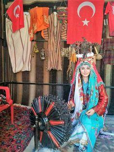 ''Ardın sıra basım gelmez miyim ben; Telim duvağımla ardına düşmezmiyim.Düşmanla görülecek hesabımız var.Bastırıp almazmıyım öcümüzü''....(Milli Mücahit Şehit Makbule Efe) Golden Horde, Folklore, Traditional Outfits, Turkey, Asian, Culture, Clothes, Outfits, Clothing