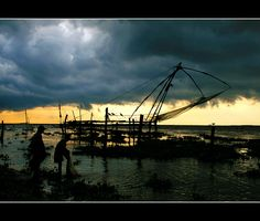 Incoming storm at the Chinese fishing nets Cochin     http://bamboonets.com/netting-techniques-2/