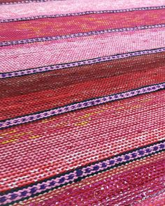 Kertakaikkisen upea hehkuvan punainen matto valmistui tällä viikolla. Tämä matto kudottiin meidän leveimpään loimeen ja kokoa tällä kanottarella on 150×210cm.😍 . . #taitolappi #onnielääkäsityössä #kudonta #kutominen #kudottu #weaving #weave #woven #käsityöt #kädentaidot #craft #crafts #räsymatto #ragrug #matto #rug Tear, Loom Weaving, Recycled Fabric, Woven Rug, Blankets, Bohemian Rug, Textiles, Rugs, Home Decor