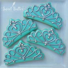 Tiara cookies to fit a Miss USA theme! Cookies For Kids, Fancy Cookies, Iced Cookies, Cute Cookies, Cupcake Cookies, Sugar Cookies, Cupcakes, Cookie Frosting, Royal Icing Cookies