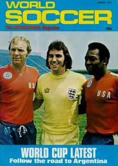 World Soccer Magazine, March Cover: Team USA's Bobby Moore and Pele with England's Gerry Francis at the Bicentennial Soccer Cup Tournament, May Football Icon, Retro Football, World Football, Vintage Football, Football Stuff, World Soccer Magazine, Sports Magazine, Football Newspaper, Usa World Cup