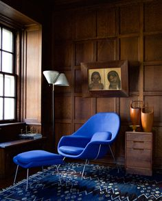 Eero Saarinen´s Womb-chair and ottoman (1946), Alvar Aalto floor lamp model A810 (1959), Barbro Nilsson Snäckorna flatweave carpet for Ab MMF (1943), George Nakashima nightstand (1965), Paavo Tynell brass bowl for Taito Oy (1950s) and Tapio Wirkkala´s Nonstop candle holder (1970s).