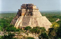 THE BACKPACKING : UXMAL RUINS, YUCATAN MEXICO