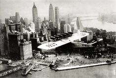 El Dornier Do X, sobre la ciudad de Nueva York, c1931 El Do X fue el barco más grande, más poderoso que vuelan en el mundo cuando fue producido por la empresa Dornier en 1929.  Construido en la parte suiza del lago de Constanza con el fin de eludir el Tratado de Versalles, que prohibía cualquier avión supera la velocidad y alcance los límites establecidos para ser construidas en Alemania después de la Primera Guerra Mundial 1, el Do lujoso alojamiento de pasajeros de X se acercó a los…