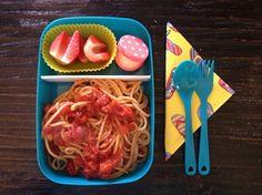 Prepara salsa de espaguettis con antelación para el lunch de los niños.