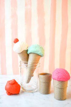 なんと!トイレットペーパーでできちゃうかわいいアイスクリームのクラフト!寒くて家から出たくない冬にかわいくハンドメイド♪