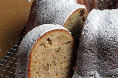 A lovely spiced Apple Cake recipe from Maria Helm Sinskey from pastry chef David Lebovitz, cookbook author of The Perfect Scoop & Ready for Dessert. Apple Spice Cake, Apple Cake, Spice Cake Recipes, Apple Recipes, Apple Desserts, Dessert Recipes, Cooked Apples, Spiced Apples, Cupcakes
