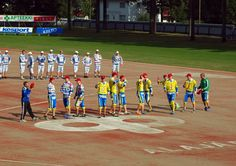 Jogo de beisebol em Alajärvi, província de Finlândia Ocidental, Finlândia. Fotografia: Santeri Viinamäki. Ems, Basketball Court, Baseball Promposals, Hs Sports, Games, Fotografia