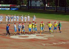 Jogo de beisebol em Alajärvi, província de Finlândia Ocidental, Finlândia. Fotografia: Santeri Viinamäki.