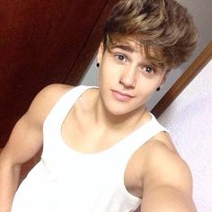Your definiely up to Mischieve. Beautiful Boys, Gorgeous Men, Pretty Boys, Try Different Hairstyles, Couple Goals Teenagers, Boy Poses, Stylish Boys, Girl Photography Poses, Haircuts For Men
