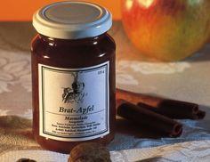 Für die Bratapfelmarmelade mit Zimt und Nüssen Äpfel mit Öl bepinseln und in Kristallzucker wälzen oder gut mit Zucker bestreuen. Auf ein Backblech