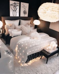 The perfect carpet for a black and white bedroom . The perfect rug for a black and white bedroom design Der perfekte Teppich für ein schwarz-weißes Schlafzimmer 0 Source by Girl Bedroom Designs, Room Ideas Bedroom, Small Room Bedroom, Bedroom Table, Bedroom Black, Bedroom Girls, Bedroom Furniture, Bedroom Decor For Couples Cozy, Bedroom Ideas For Small Rooms For Girls