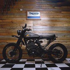 Hugo López's (@soytuchef) Honda NX650 Dominator tracker, hailing from Buenos Aires, Argentina. High and tight, just how we like em'. #dropmoto #honda #dominator #nx650 #streettracker #enduro #tracker #builtnotbought #vintagemotorcycle