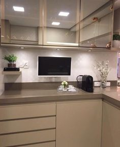 Get inspired and find ideas for modern furniture and stylish home decor Kitchen Room Design, Kitchen Sets, Kitchen Interior, Kitchen Decor, Glossy Kitchen, Handleless Kitchen, Kitchen Modular, Diy Kitchen Storage, Luxury Kitchens