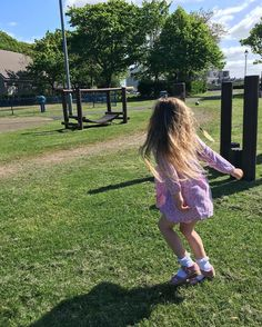 http://ift.tt/1WN4nft Park mornings without Evan are pretty easy  Annie's got her cousin Leo to play with so I just get to sit here in the sunshine!  #lovelifeoutside #TFIspring #childhoodunplugged #childofig #simplychildren #worldoflittles