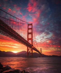 Colorful sunset as background for the Golden Gate Bridge, San Francisco California Puente Golden Gate, Wonderful Places, Beautiful Places, Places To Travel, Places To Visit, San Francisco Photography, San Francisco California, California Usa, San Francisco Bridge
