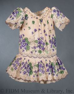 Girl's Day Dress Victorian Children's Clothing, Antique Clothing, Historical Clothing, 1890s Fashion, Vintage Fashion, Moda Fashion, Girl Fashion, Day Dresses, Girls Dresses