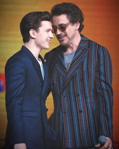"wow a father and son quality bonding ""dad stop I'm not a child anymore"" Robert Downey Jr. and Tom Holland at Avengers: Infinity War Shanghai Premiere Marvel 3, Captain Marvel, Marvel Actors, Marvel Movies, Captain America, Tony Stark, Siper Man, Fangirl, Tom Holand"