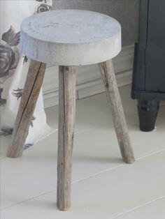 Betoni jakkara,heinäseiväs jalat Concrete Crafts, Concrete Art, Wood Crafts, Diy Interior, Boho Decor, Cool Furniture, Woodworking Projects, Projects To Try, Furnitures