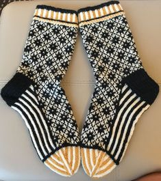 History of Knitting String rotating, weaving and stitching careers such as BC. Even though decades, ev. Crochet Socks, Knit Or Crochet, Knitting Socks, Hand Knitting, Beginner Knitting, Yarn Inspiration, Wool Socks, How To Purl Knit, Knitting Projects