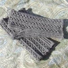 easy peasy fingerless gloves with link to free pattern - CROCHET**Love These!**
