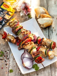 Špízy z vepřové panenky | MAGGI. Inspirace pro vaše každodenní vaření. Shrimp, Meat, Chicken, Vegetables, Food, Essen, Vegetable Recipes, Meals, Yemek