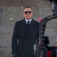 "geniusbillionarephilanthropist: ""Bond on Set. SPECTRE Co Produced by Daniel Craig "" Daniel Graig, Daniel Craig James Bond, Christoph Waltz, Ralph Fiennes, Bond Girls, Monica Bellucci, On Set, Role Models, Suit Jacket"