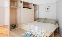 Departamento estudio pequeño y esculpido / Catseye Bay Design Micro Apartment, Tiny Apartments, Studio Apartment, Apartment Design, Small Living, Living Spaces, Apartment Renovation, Space Saving Furniture, Luxury Interior Design