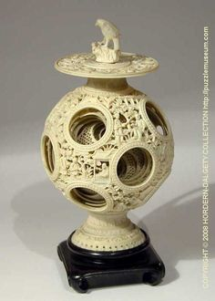 Chinese Puzzle Ball - Looks like the fantasy equivalent of a nuclear reactor in a science fiction movie. Chinese Culture, Chinese Art, Chinese Element, China, Ancient Egyptian Tombs, Art Carved, Bone Carving, Wood Lathe, Wood Turning