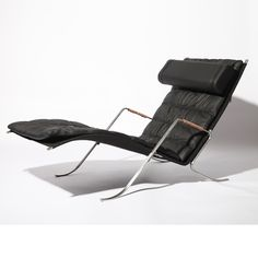 FK 87 Grasshopper chair is definitely a great lounge area when you want a place to have a rest.