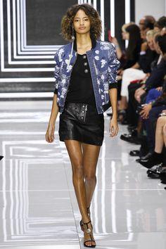 Versus Versace Spring 2016 Ready-to-Wear Fashion Show - Anna Mila Guyenz