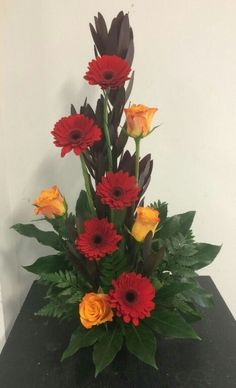Line flower arrangement. The lines are made from the stems of roses and Transvaal Daisy's. Valentine Flower Arrangements, Contemporary Flower Arrangements, Tropical Flower Arrangements, Creative Flower Arrangements, Flower Arrangement Designs, Church Flower Arrangements, Beautiful Flower Arrangements, Beautiful Flowers, Simple Flowers