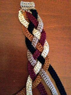Reduzir a um lenço para uma pulseira Crochetar elegante - / Scale Down a Scarf for an Elegant Bracelet - Inside Interweave Crochet -