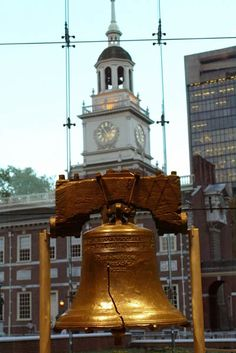 Philadelphia, Pennsylvania — Set against the dramatic backdrop of Independence Hall, the Liberty Bell Center provides a fitting setting for the icon of freedom. Courtesy of Greater Philadelphia Tourism Marketing Corporation, photo by R. Great Places, Places Ive Been, Beautiful Places, Visit Philadelphia, Philadelphia History, Historic Philadelphia, Places To Travel, Places To Visit, Wisconsin