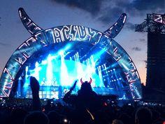 Tunnelmia AC/DC:n konsertista Hämeenlinnassa
