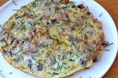 De dag goed beginnen zonder brood? Maak een heerlijke omelet. Mijn favoriet op dit moment is een omelet met spekjes en champignons! Omelet, Quiche, Mini, Brunch, Favorite Recipes, Breakfast, Food, Camper, Mushroom