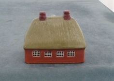 MUDLEN-END-STUDIO-POTTERY-UNUSUAL-MODEL-UNKNOWN-HOUSE-BUILDING