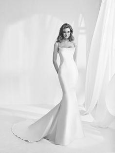Ransen: En este vestido de novia de tela mikado y corte sirena se unen la sencillez y la sensualidad. Pronovias