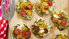 Grilled Mini Pesto Pizzas with Bell Peppers and Tomatoes | Dashrecipes.com