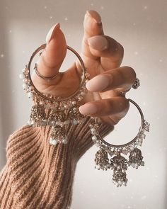 Indian Bridal Jewelry Sets, Indian Jewelry Earrings, Bridal Bangles, Jewelry Design Earrings, Ear Jewelry, Cute Jewelry, Wedding Jewelry, Antique Jewellery Designs, Fancy Jewellery